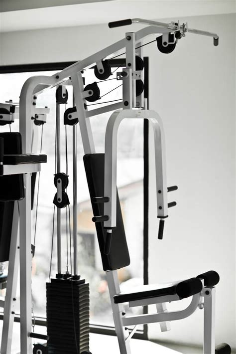 How to Use Weight-Lifting Machines